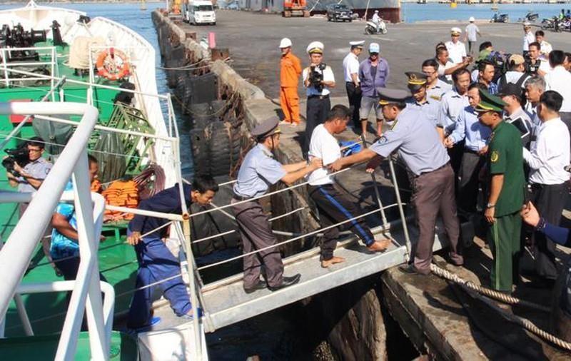 41 ngư dân tàu bị chìm ở Trường Sa đang về nhà - ảnh 1
