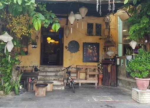 Chủ quán cà phê bị tố không phục vụ khách Việt nói gì? - ảnh 1