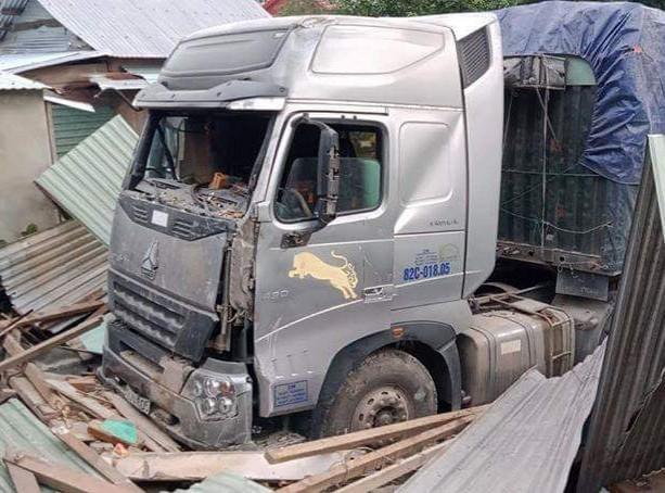 Tài xế container tông sập nhà dân có nồng độ cồn trong máu - ảnh 2