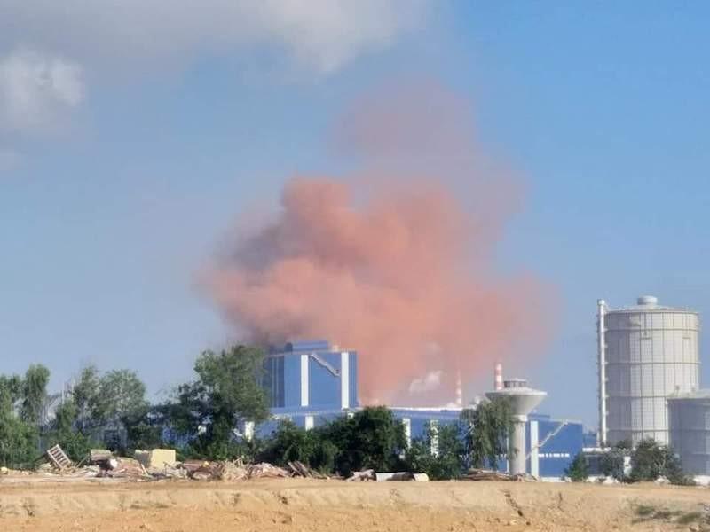 Vệt khói màu nâu đỏ bất thường xuất hiện ở Hòa Phát Dung Quất - ảnh 2