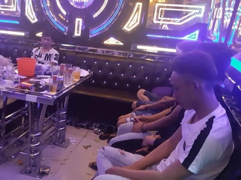 Quảng Nam: Hàng chục người chơi ma túy ở quán karaoke  - ảnh 1