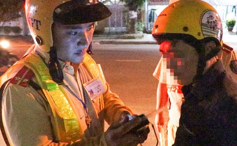 Tài xế bật khóc khi bị CSGT dừng xe kiểm tra - ảnh 2