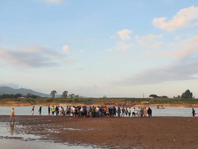 Lật đò trên sông Vu Gia, 6 người mất tích - ảnh 1