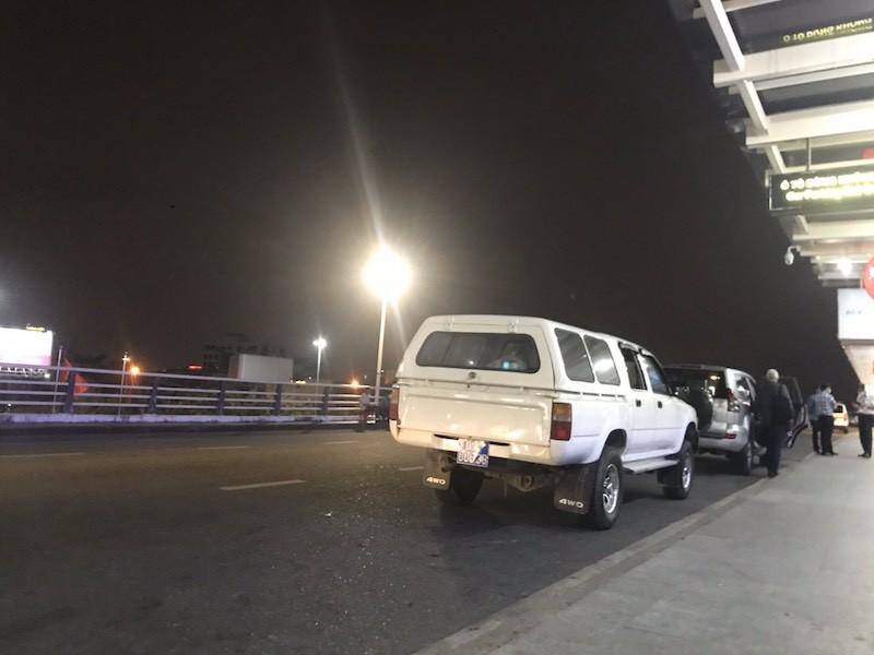 Quảng Nam lý giải vụ xe biển xanh chuyển 4 du khách ra sân bay - ảnh 1