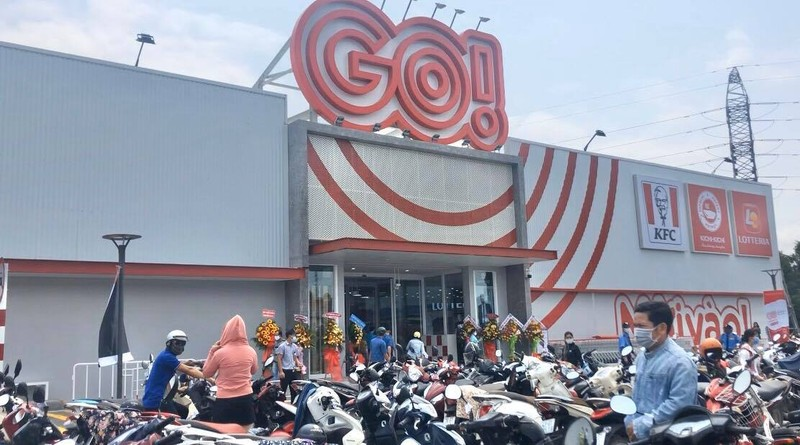 Quảng Ngãi: Biển người chen chúc trong siêu thị    - ảnh 2