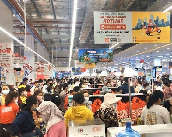 Chủ tịch Quảng Ngãi chỉ đạo xử lý vụ 'biển người' ở siêu thị - ảnh 1