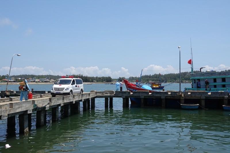 4 ngư dân bị tông chìm ở Hoàng Sa đã vào bờ - ảnh 2