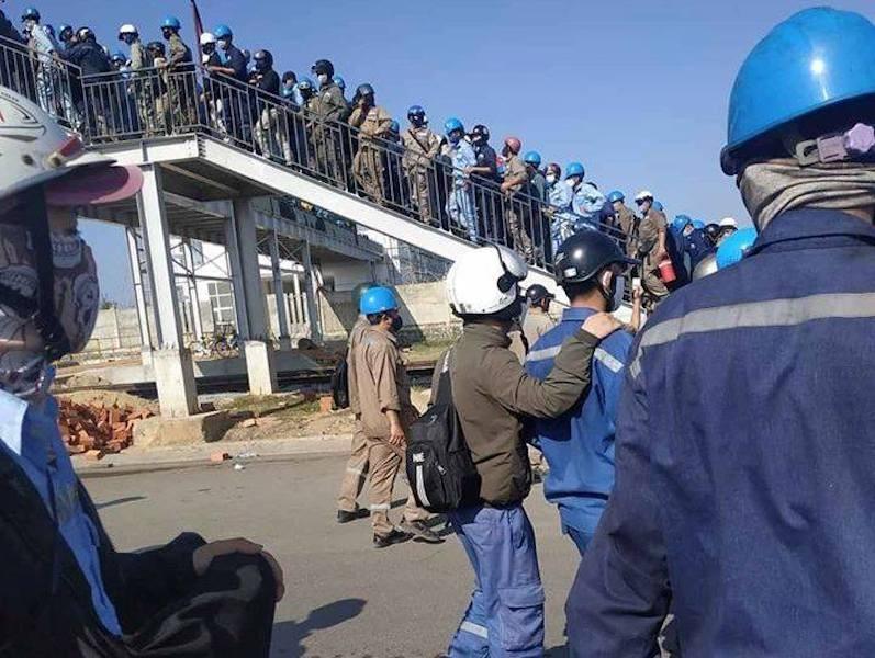 Hàng ngàn công nhân chen lấn ở Nhà máy Hòa Phát - Dung Quất - ảnh 1