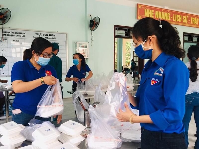 Dân Quảng Nam góp từng mớ rau, quả bí chống dịch COVID-19 - ảnh 4