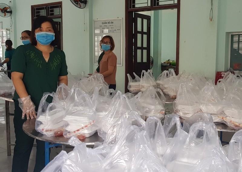 Dân Quảng Nam góp từng mớ rau, quả bí chống dịch COVID-19 - ảnh 7