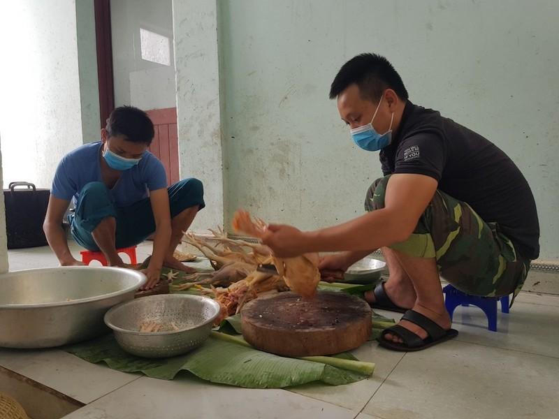 Dân Quảng Nam góp từng mớ rau, quả bí chống dịch COVID-19 - ảnh 8