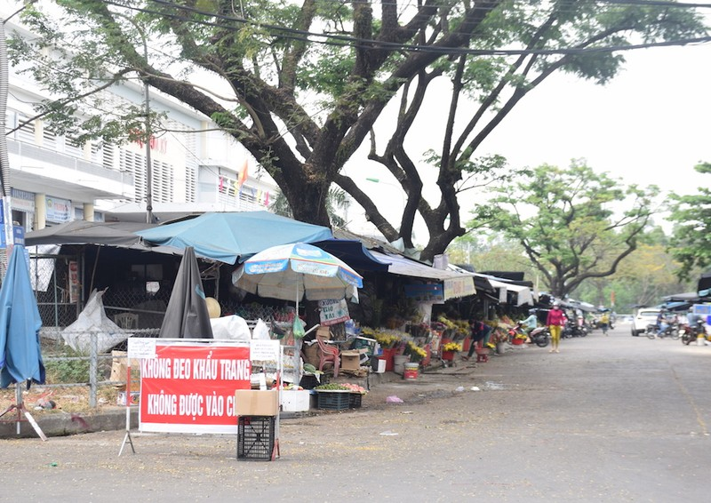 Quảng Nam: Nhiều người ra đường không đeo khẩu trang - ảnh 8