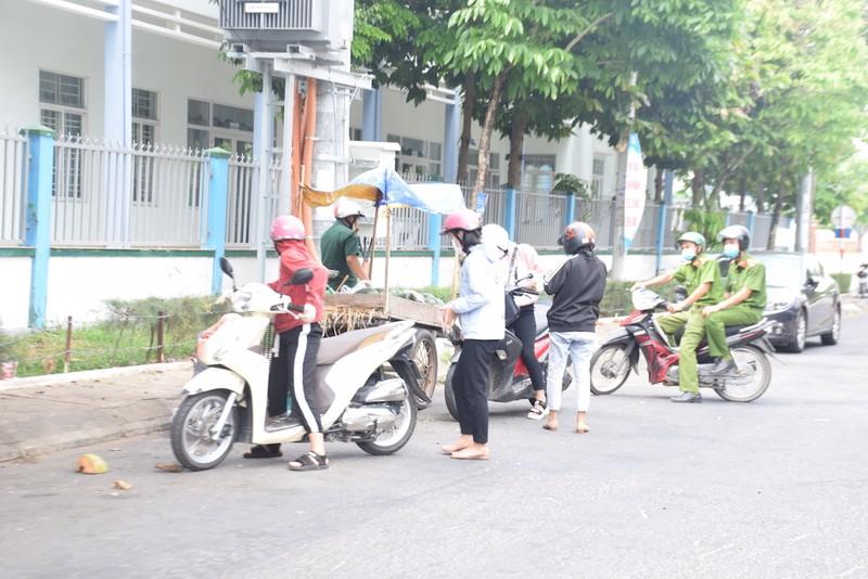 Quảng Nam: Nhiều người ra đường không đeo khẩu trang - ảnh 7
