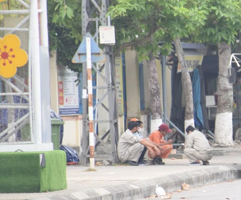 Quảng Nam: Nhiều người ra đường không đeo khẩu trang - ảnh 4