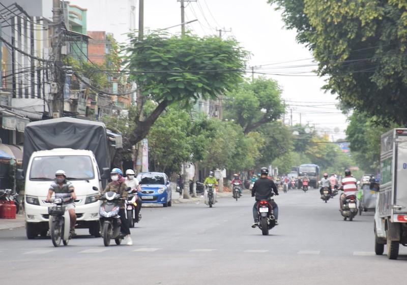 Quảng Nam: Nhiều người ra đường không đeo khẩu trang - ảnh 1