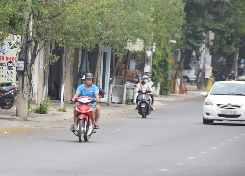 Quảng Nam: Nhiều người ra đường không đeo khẩu trang - ảnh 6