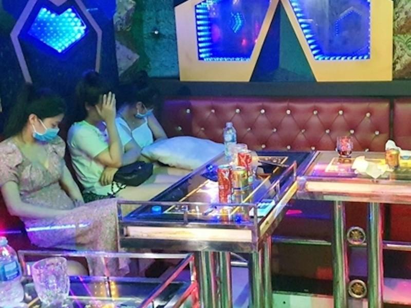 Quán karaoke có 11 nam nữ chơi ma túy trong dịch COVID-19 - ảnh 2