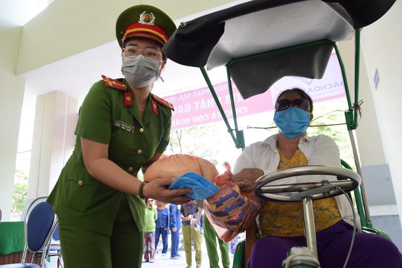 ATM lương thực làm ấm lòng người nghèo Quảng Nam - ảnh 7