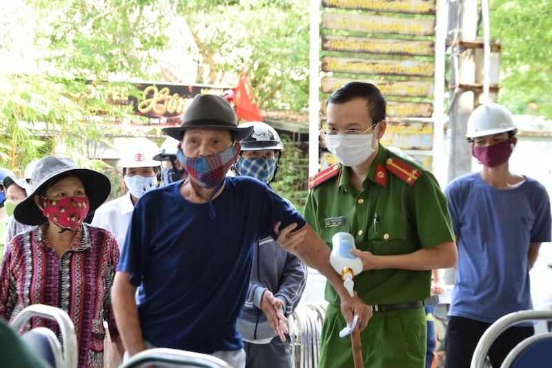 ATM lương thực làm ấm lòng người nghèo Quảng Nam - ảnh 2