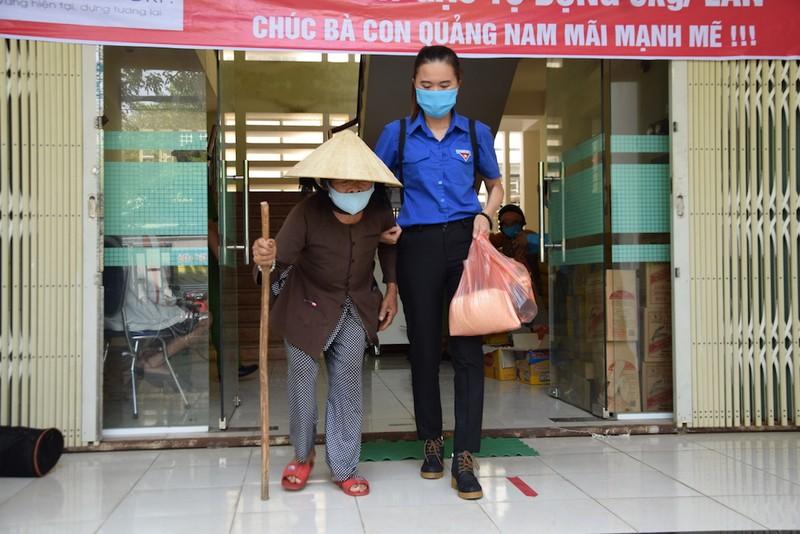 ATM lương thực làm ấm lòng người nghèo Quảng Nam - ảnh 10