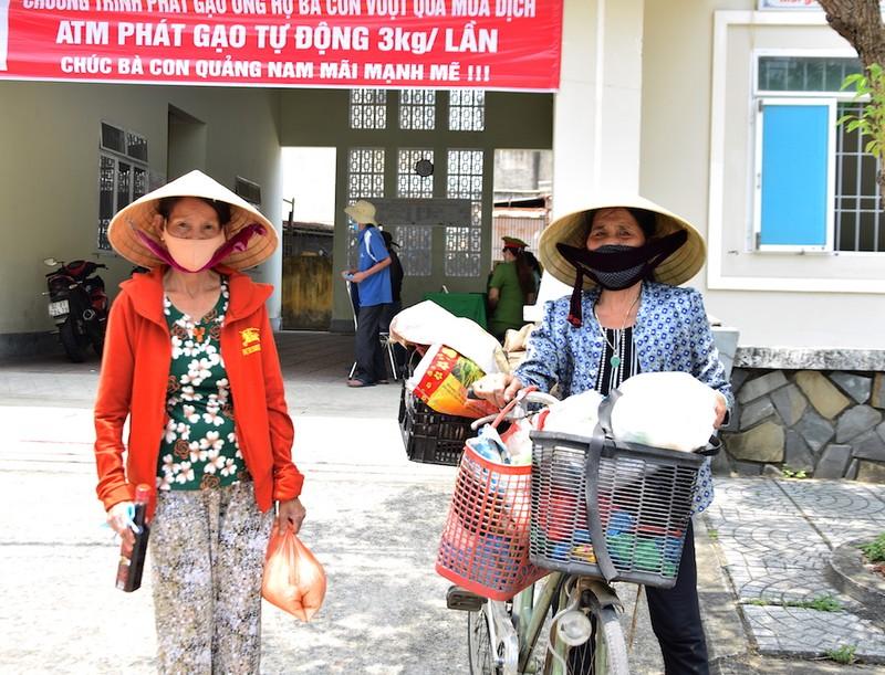 ATM lương thực làm ấm lòng người nghèo Quảng Nam - ảnh 1