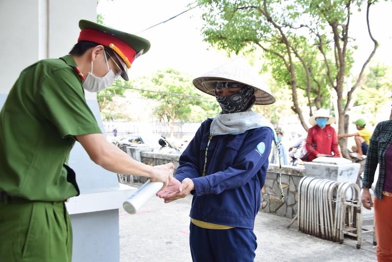 ATM lương thực làm ấm lòng người nghèo Quảng Nam - ảnh 4