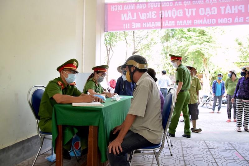ATM lương thực làm ấm lòng người nghèo Quảng Nam - ảnh 3