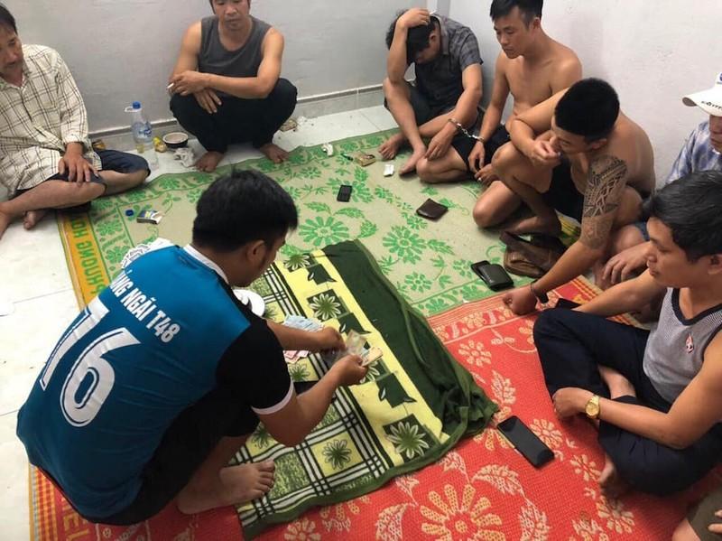 Bắt quả tang 4 cán bộ huyện ở Quảng Ngãi đánh bạc - ảnh 2