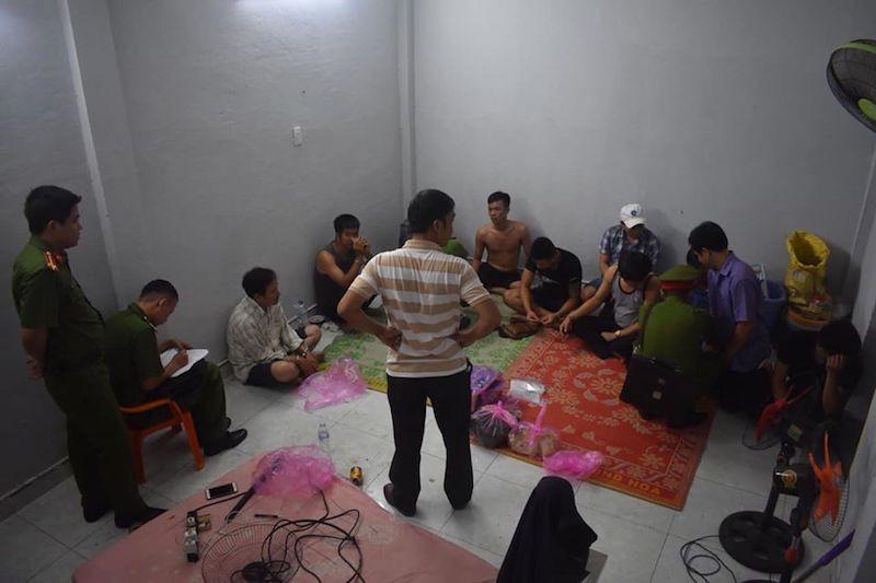 Bắt quả tang 4 cán bộ huyện ở Quảng Ngãi đánh bạc - ảnh 1