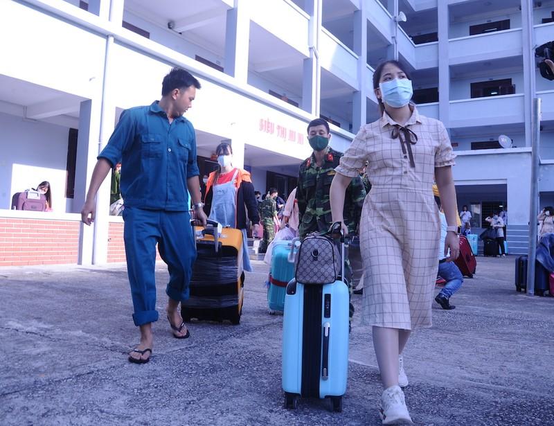 227 bà bầu về từ Đài Loan chia tay khu cách ly - ảnh 3