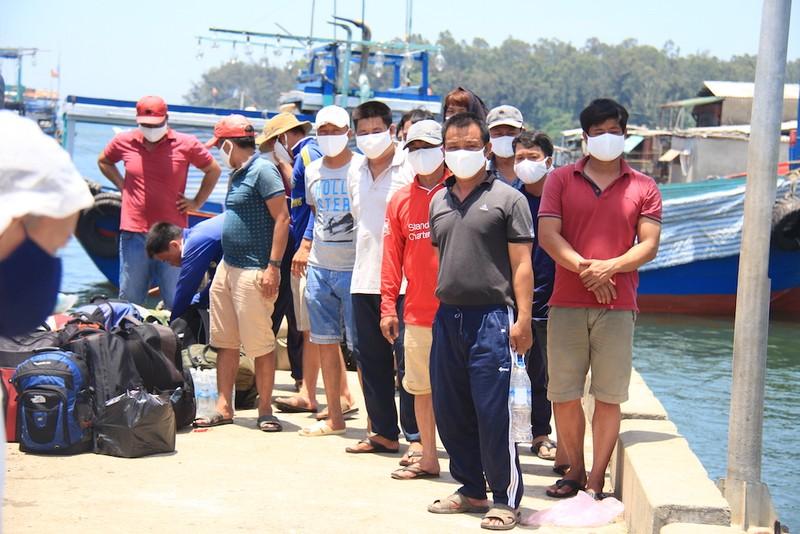 Ngư dân trình báo bị tàu Trung Quốc tấn công ở Hoàng Sa - ảnh 2