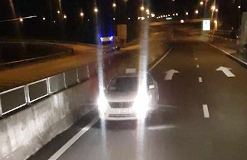 Ô tô lại chạy ngược chiều trên đường dẫn vào cao tốc - ảnh 2