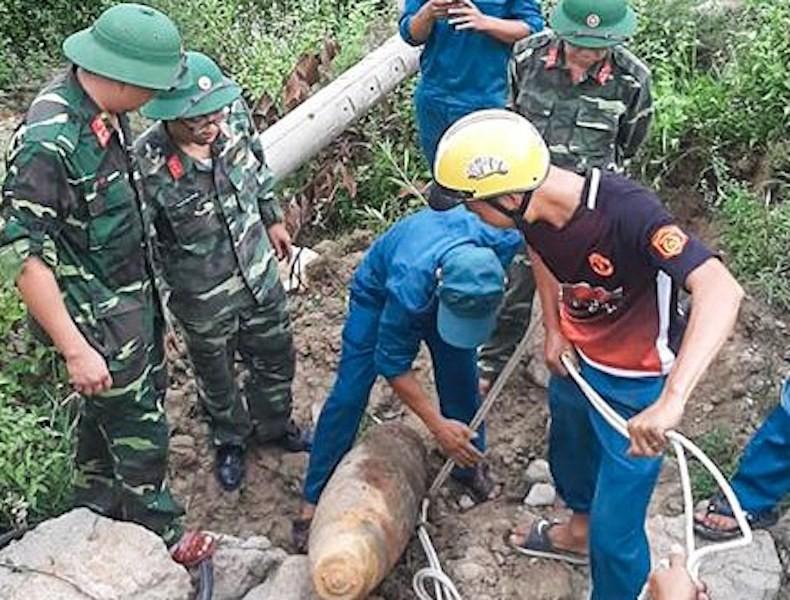 Phát hiện quả bom 230 kg trong khu vực trại giam - ảnh 2