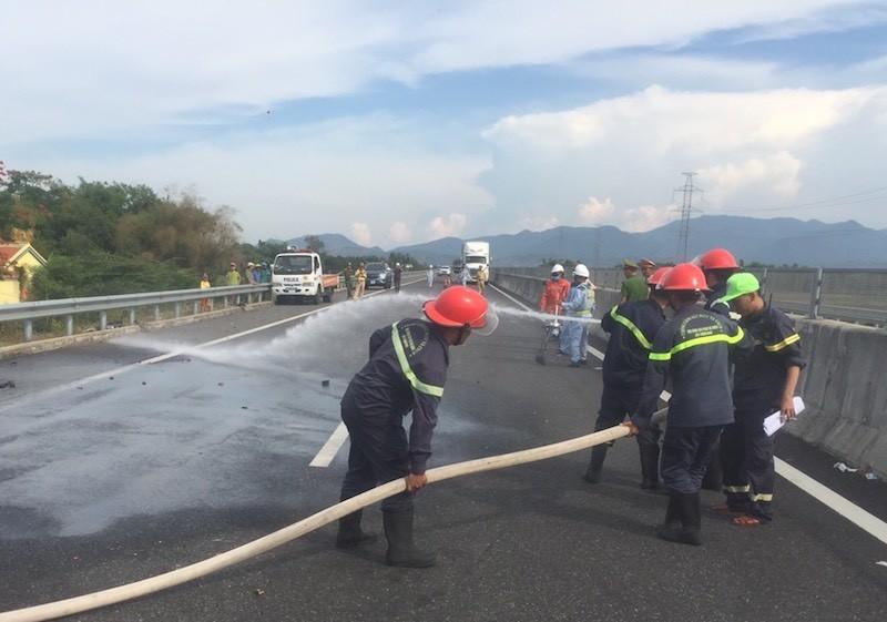 Ô tô tải tông xe đầu kéo trên cao tốc Đà Nẵng - Quảng Ngãi - ảnh 2