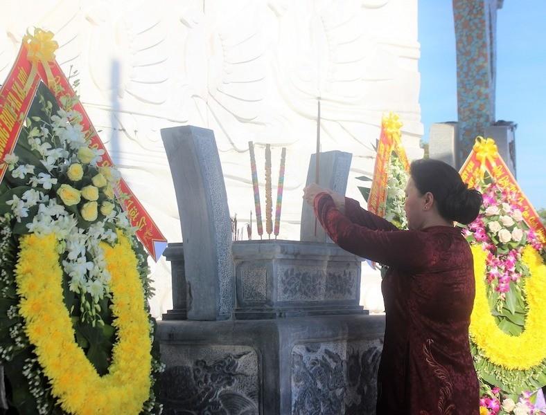 Chủ tịch Quốc hội trao 73 Bằng Tổ quốc ghi công ở Quảng Nam - ảnh 2