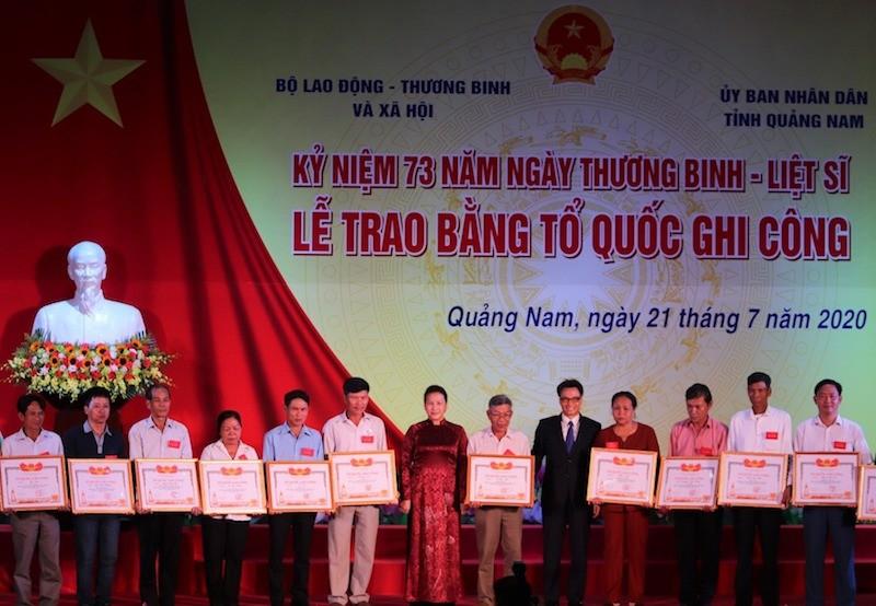 Chủ tịch Quốc hội trao 73 Bằng Tổ quốc ghi công ở Quảng Nam - ảnh 1
