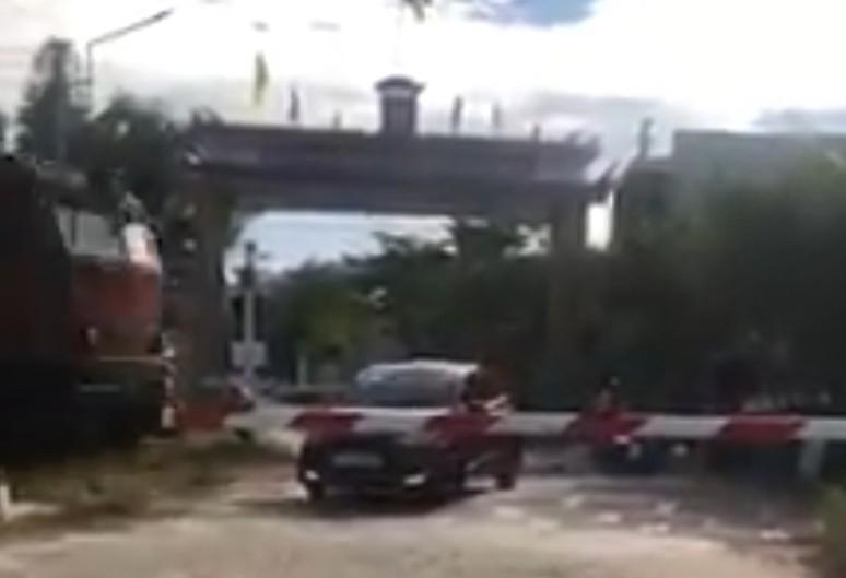 Tàu hỏa va chạm với ô tô ở Điện Bàn, Quảng Nam  - ảnh 1