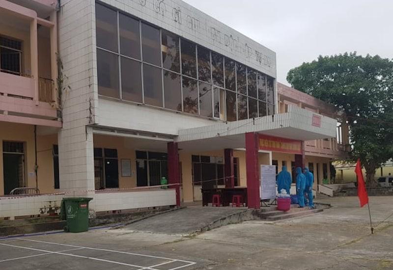 Có ba cán bộ y tế Quảng Nam tiếp xúc trực tiếp BN 418 - ảnh 1