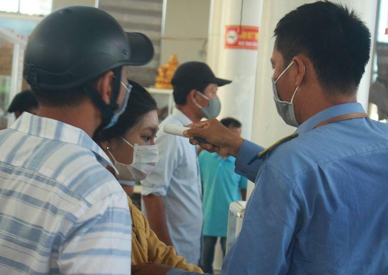 Quảng Ngãi cấp tốc đưa khách rời Lý Sơn sau ca nhiễm COVID-19 - ảnh 1