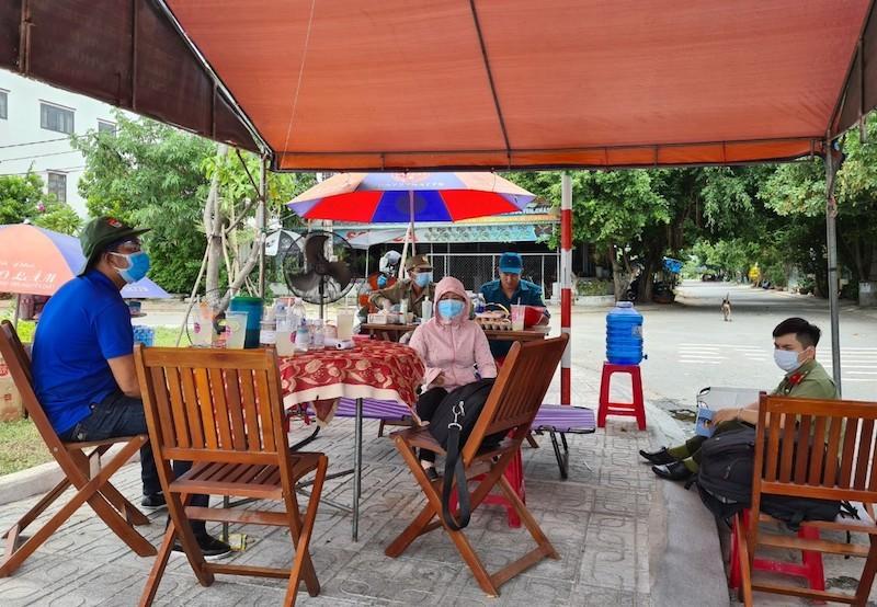 Bên trong khu phong tỏa có 7 người nhiễm COVID-19 ở Quảng Nam - ảnh 3