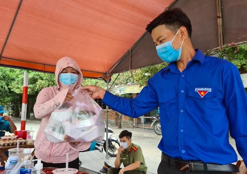 Bên trong khu phong tỏa có 7 người nhiễm COVID-19 ở Quảng Nam - ảnh 2