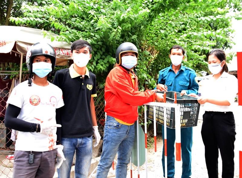 Bên trong khu phong tỏa có 7 người nhiễm COVID-19 ở Quảng Nam - ảnh 13