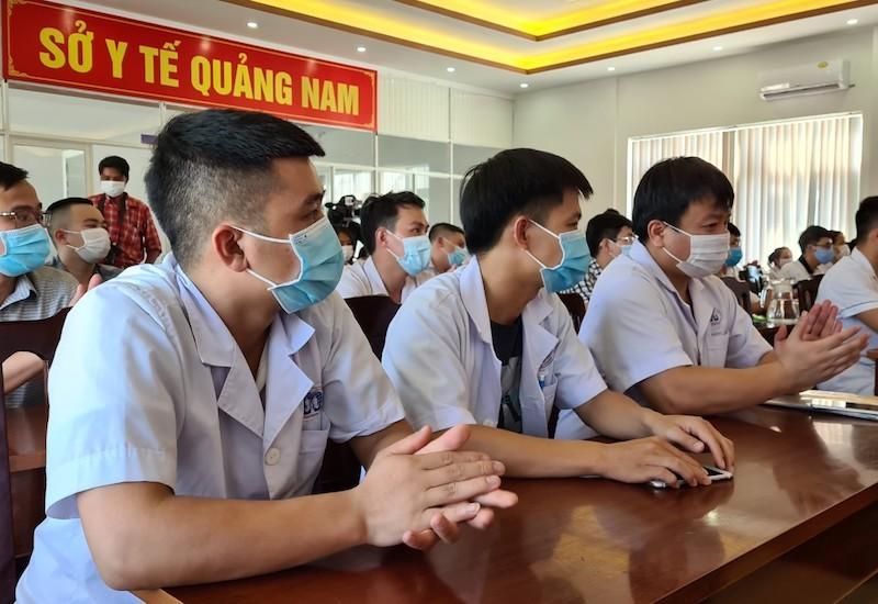 38 'chiến binh áo trắng' Phú Thọ đến vùng dịch Quảng Nam - ảnh 9