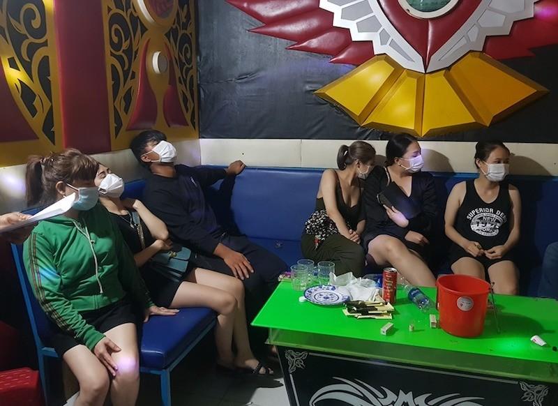 Quảng Nam: 10 người trong quán karaoke dương tính với ma tuý - ảnh 1