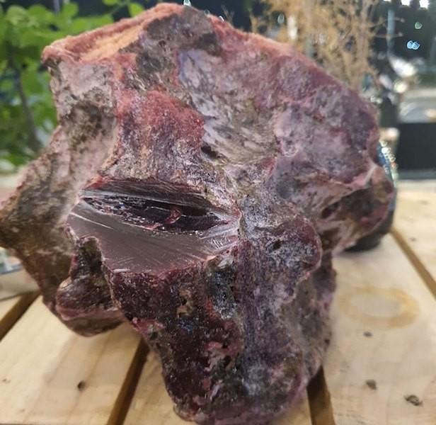 Ngư dân lặn tìm được cục đá lạ bán 1,2 tỉ đồng - ảnh 1