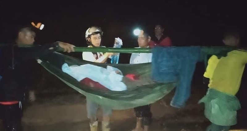 Sạt đường do bão, 16 người khiêng cô gái vượt 40 km đi cấp cứu - ảnh 1