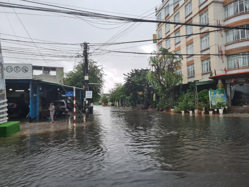 Quảng Nam: Mưa lớn gây ngập nhiều tuyến đường - ảnh 2