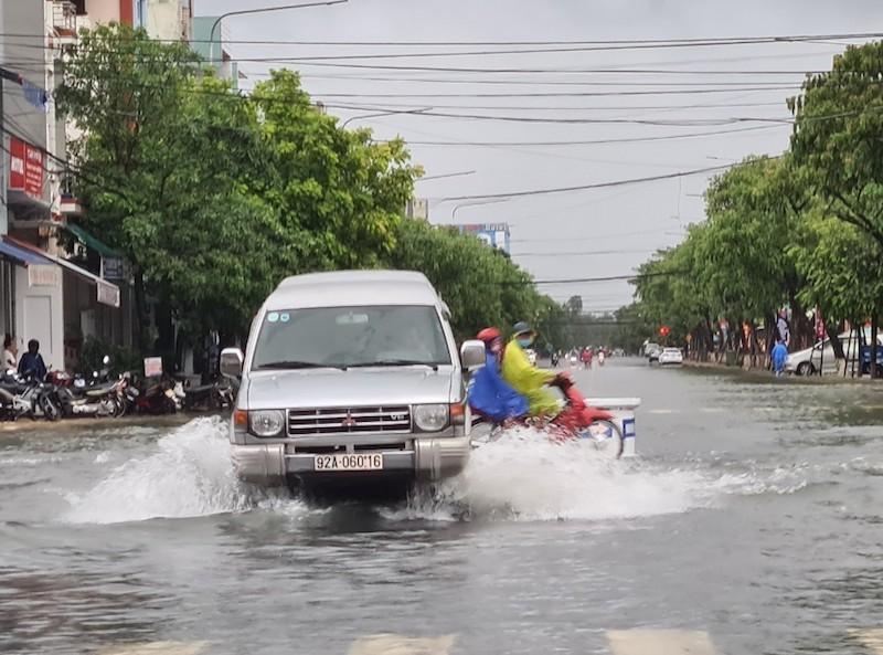 Quảng Nam: Mưa lớn gây ngập nhiều tuyến đường - ảnh 1