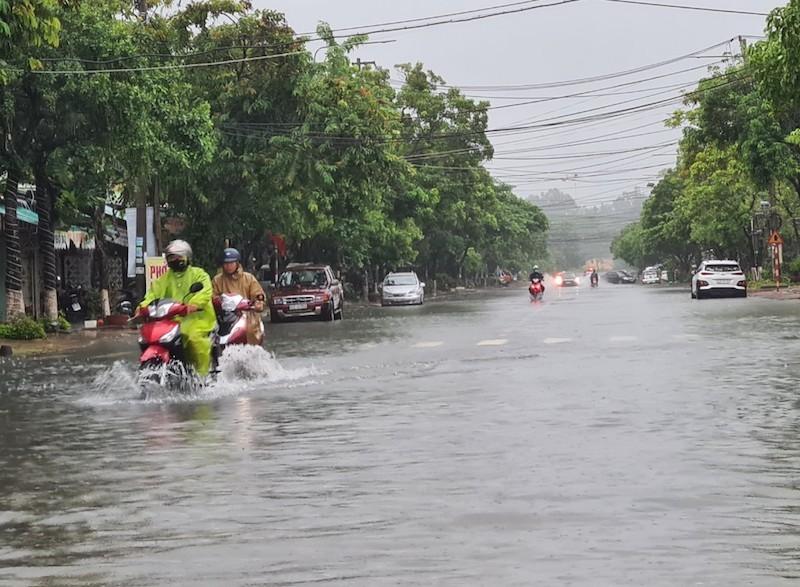 Quảng Nam: Mưa lớn gây ngập nhiều tuyến đường - ảnh 3