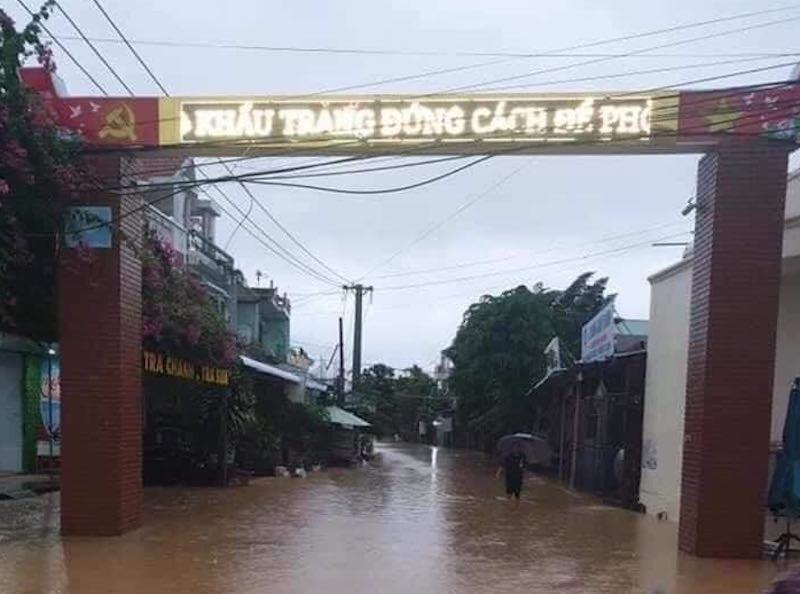 Quảng Nam: Nhiều nơi bị chia cắt vì sạt lở, ngập lụt  - ảnh 1